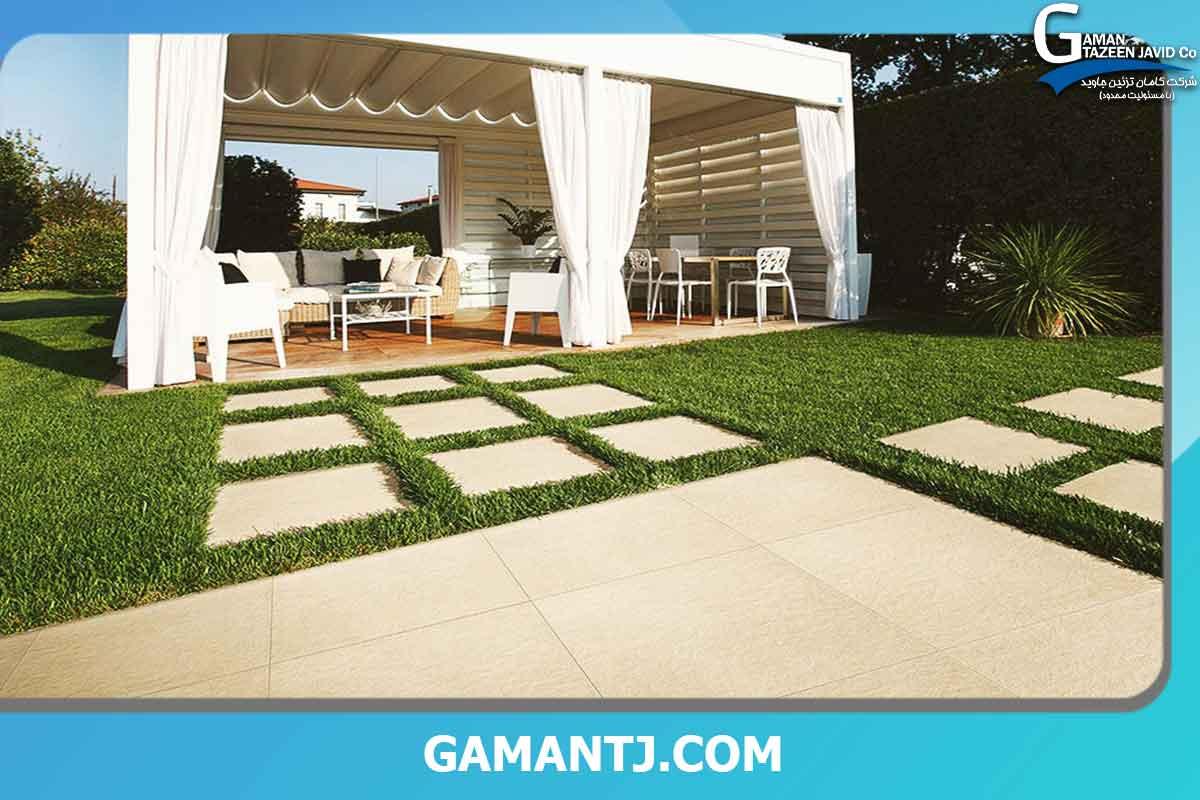 چمن مصنوعی بین سنگ حیاط