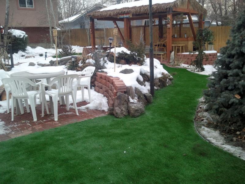 مراقبت از چمن مصنوعی در زمستان و برف