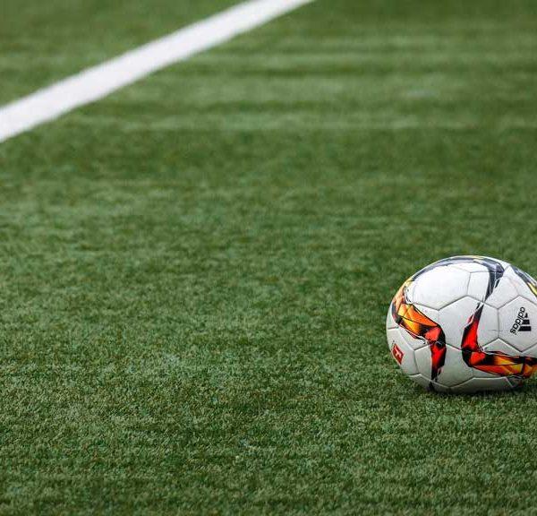چمن مصنوعی زمین فوتبال