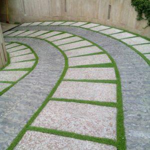 artificialgrassBetweentherocks